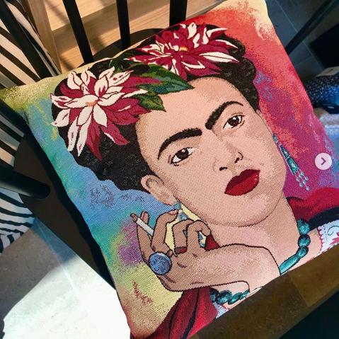 Sind diese Kissenbezüge nicht bezaubernd? </span><span>Ob Frida Kahlo, Audrey Hepburn, Marilyn Monroe oder auch Albert Einstein!
